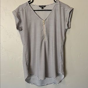 Express v-neck top with zipper detail